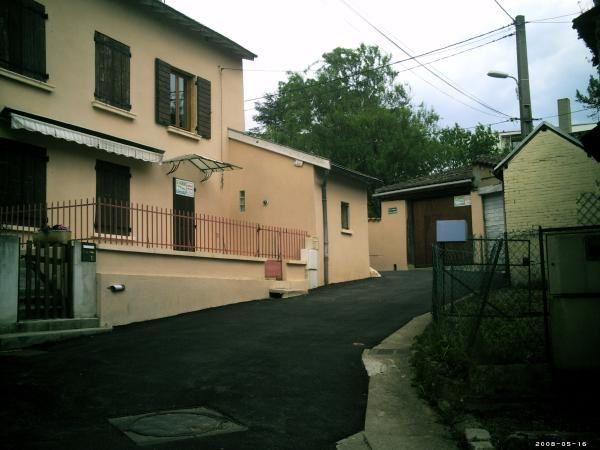 Fontaines sur saone est une commune du département du rhone.Elle se situe à une dizaine de kilometre de Lyon.