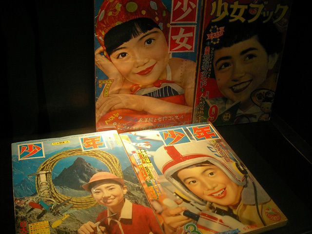 *Some photos from an exhibition of Japan's antique toys (from 1900-60s) by Teruhisa Kitahara who is a famous tin toy collector.