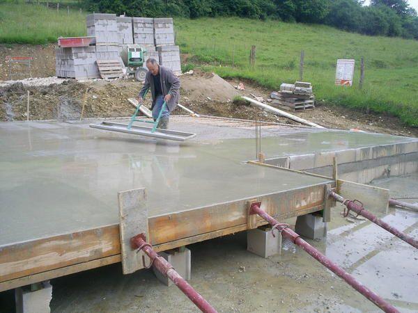 Préparation et construction des dalles en béton.
