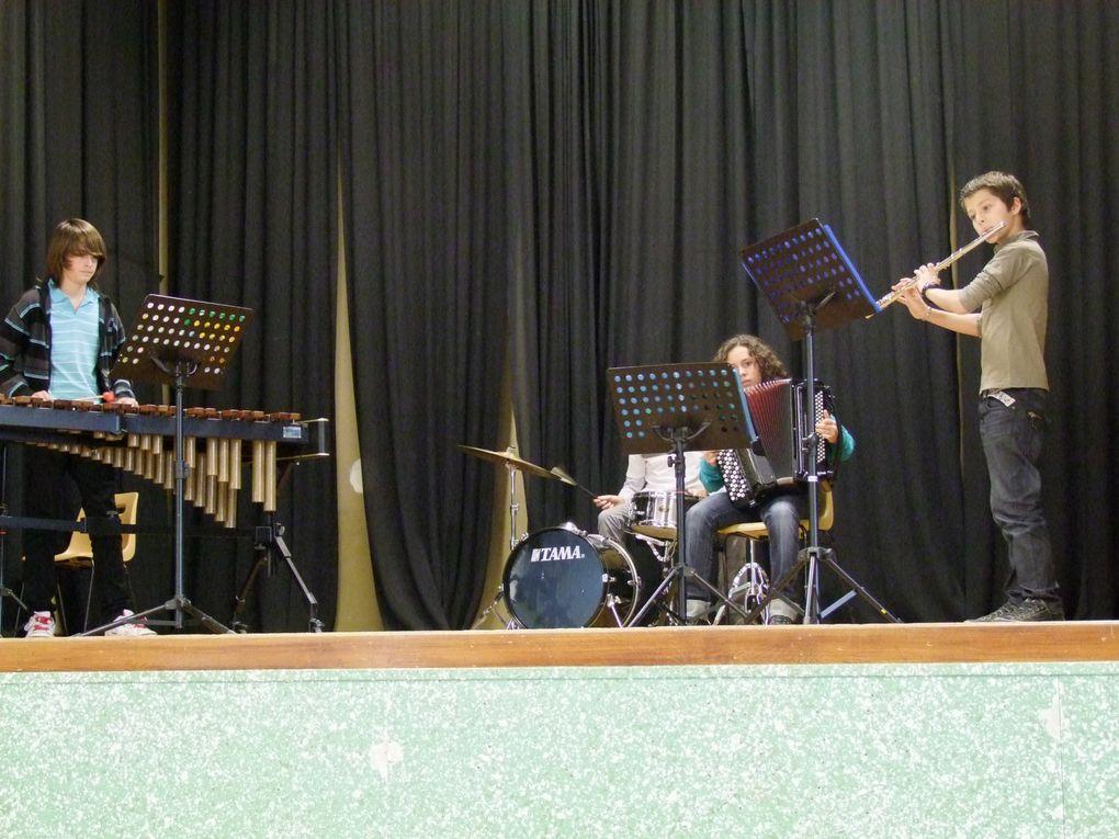 Quelques clichés des différents groupes d'instrumentistes... le photographe n'a pu prendre tout le monde, mais vous avez un aperçu!... Bravo à tous!