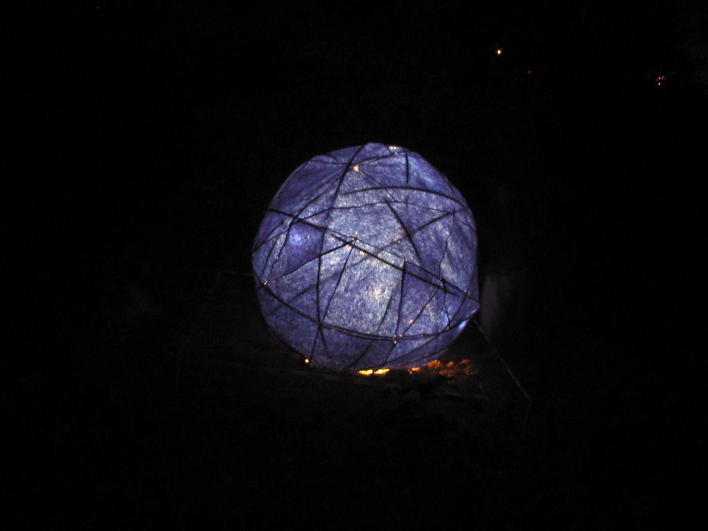 le cube rouge et la boule bleue installations lumineuses et sonores en collaboration avec Julie Laborde Julien Léonhardt Gérald Lafond