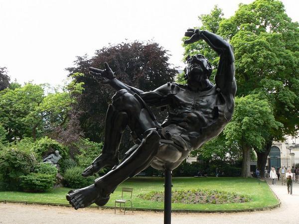 Promenade dans le jardin et à l'exposition 'Art Sénat : Du vent dans les branches'