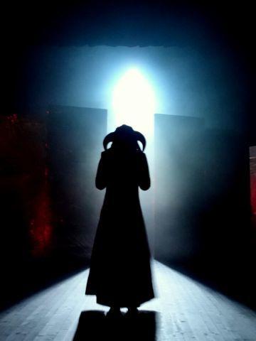 Nouvelle création du KRIZO THEATRE d'ORLEANS à découvrir sur http://www.clodelle45autrement.fr/article-antigone-de-cocteau-images-de-la-nouvelle-creation-folle-du-krizo-theatre-119969080.html