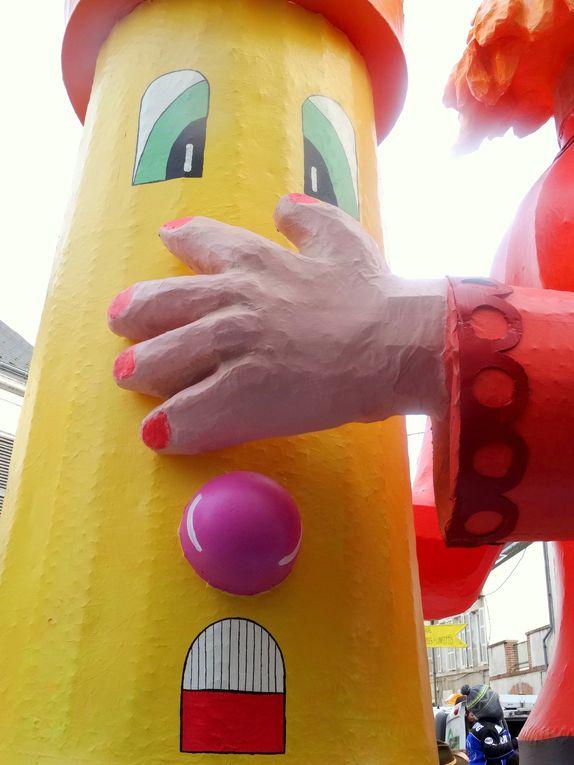 Le fameux carnaval de Jargeau, cité ligérienne à quelques kms d'Orléans http://www.clodelle45autrement.fr/article-programme-du-carnaval-de-jargeau-theme-jeux-de-societe-2-et-9-mars-2014-122518879.html