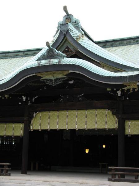 Le sanctuaire construit de 1912 à 1920 après la mort de l'empereur Meiji et sa femme, pour accueillir leurs âmes