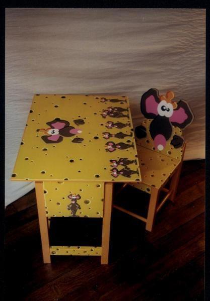 la branche enfantine de ma production, des objets et pièces de mobilier en bois découpé et peint à la main avec des peintures acryliques