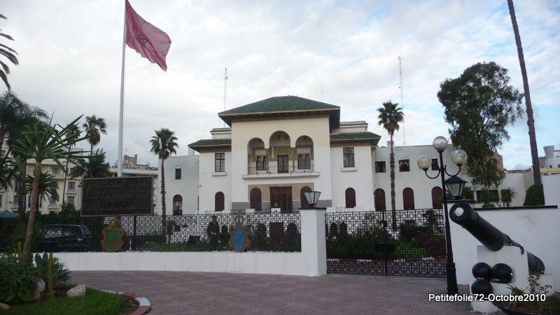 Chef d'œuvre de l'architecture arabo-musulmane , la Mosquée Hassan II est l'une des plus belles édifications religieuses à travers le monde,elle est unique de part son architecture et ses dimensions.Erigée en partie sur la mer ,la Mosquée Has