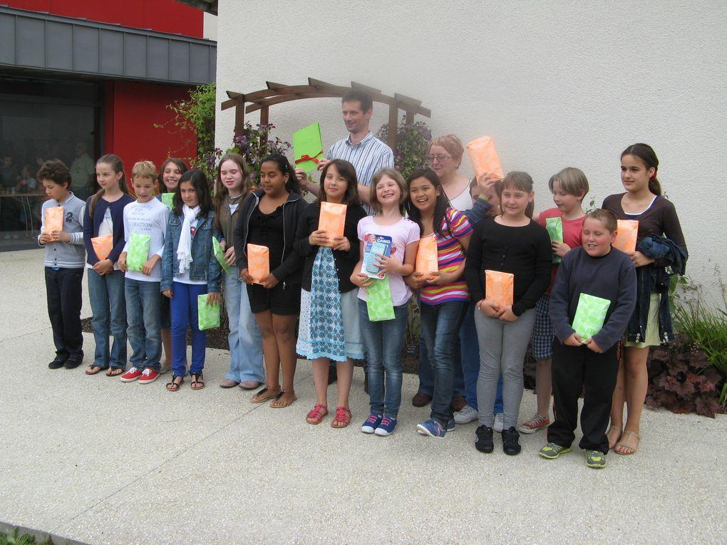Remises des Calculatrices et des permis piétons aux élèves de l'Ecole primaire. Le 6 juillet 2013.