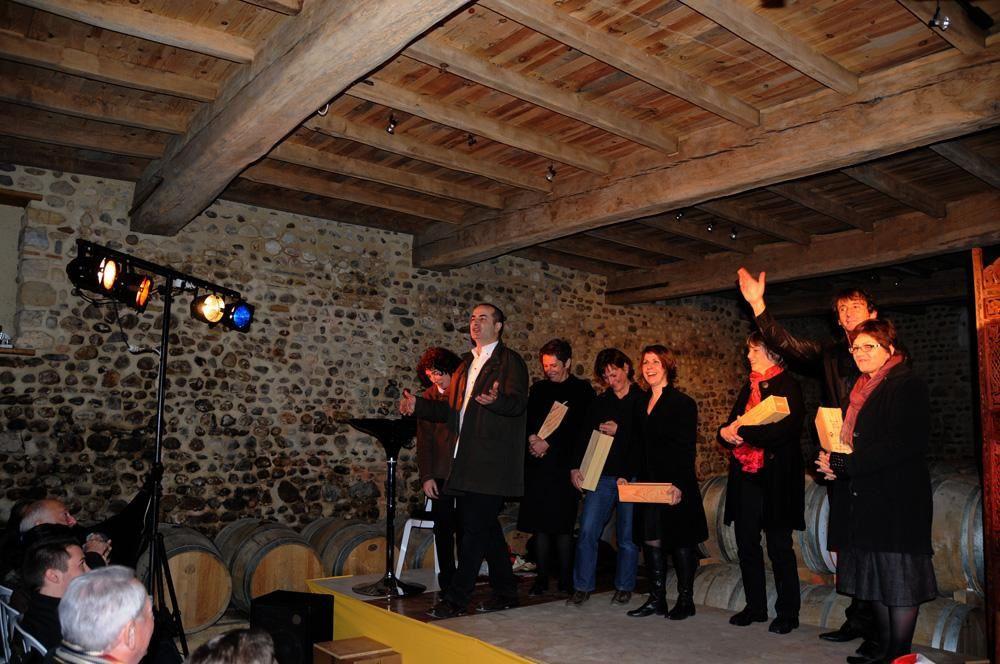 """Au domaine Bordenave de Monein, chez Gisèle et André, """"Chai pour rire"""" avec Monesi et Cyrano de Meknes a fait le plein... il fallut même organiser une deuxième soirée! Le cercle des amis s'agrandit, sous le signe """"de l'amitié et du partage"""""""