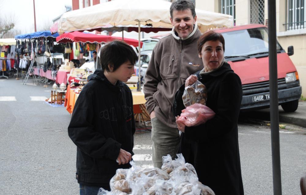 Foire du matériel agricole d'occasion, marché de l'auto d'occasion, mais aussi brocante, vide-grenier, camelots, expo de Blondes Aquitaine, gastronomie