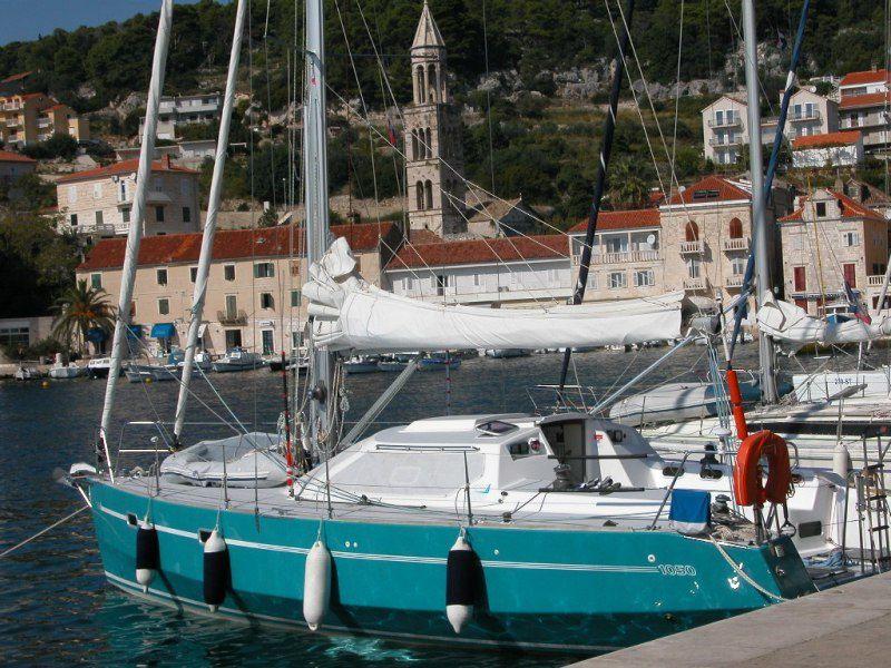 """TALIBURE est le premier nom du bateau &#x3B; il signifie """"meule de foin"""" et c'est aussi le nom d'un gâteau aux pommes."""