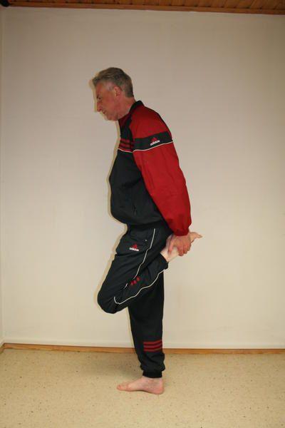 Hier zeigt Norbert Freund die Aufwärmübungen aus seinem 7-Tages Entspannungs- und Fitnessprogramm.