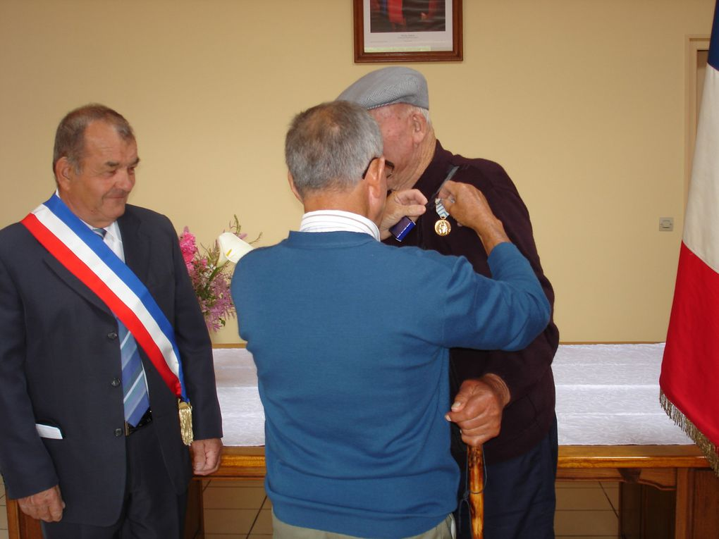 Album - Roger-Bourgoing-Remise-diplome-et-Medaille.