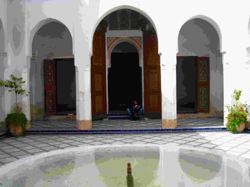 """""""Architectures et sociétés"""" vous présente dans cet album, d'anciens palais et demeures au Maroc."""