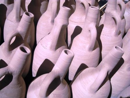 Présentation de poteries marocaines et dans d'autres pays du monde.