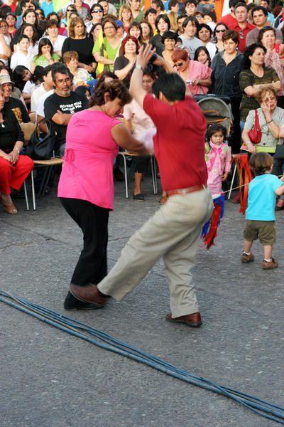 Musik und Cueca-Tanz von Claudina und Rede des Chefs der Kommunistischen Partei.