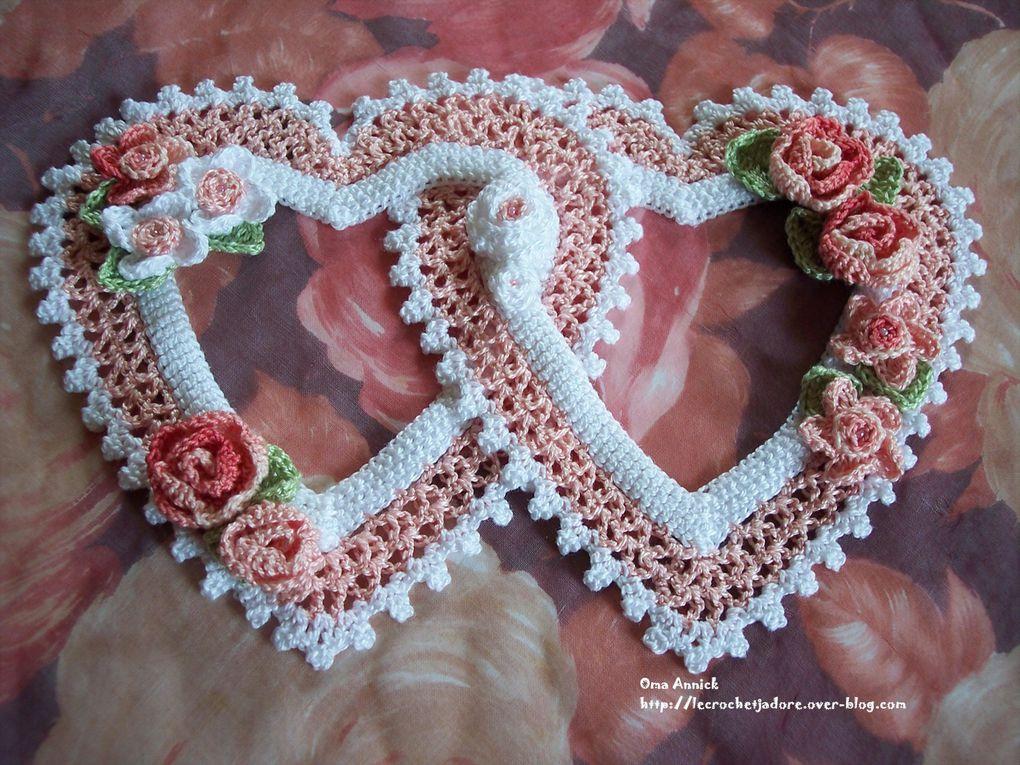 coeurs et papillons au crochet à offrir, à accrocher aux cadeaux, pour décoration, sapin de Noël, décor de table, ..
