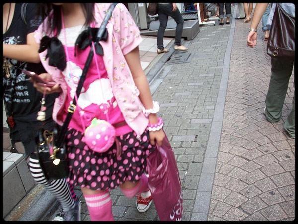 Des Japonaises, toutes habillées différemment, parce que là-bas tout le monde s'habille comme il veut.