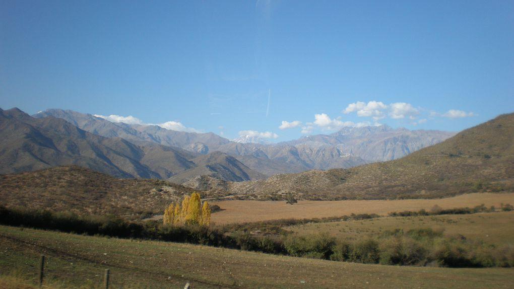 La Cordillère des Andes, et ses trésors de nature aux imposants paysages minéraux : l'Aconcagua, l'un des plus hauts sommets du monde, et les sites préhistoriques d'Ischigualasto et Talampaya, déserts de roches inscrits au patrimoine mondial de