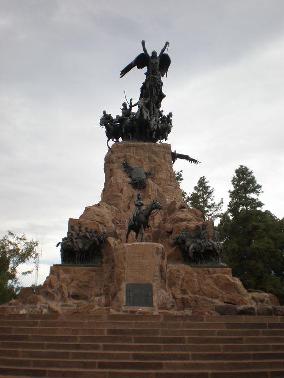 De Buenos Aires vers l'Ouest de l'Argentine : Cordoba et son pass´, à la fois glorieux et trouble &#x3B; Mendoza et ses vignobles alentours, parcourus le temps d'une promenade à vélo entre deux dégustations de malbec dans les bodegas locales &#x3B; San Ju