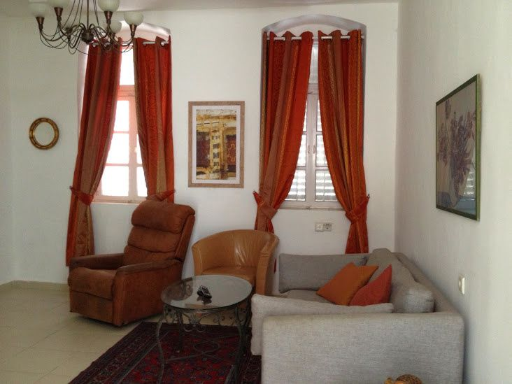 house for rent in heart of Tel aViv, on the beach, banana beach, in Neve Tsedek, hevrat shass street. The house, is renovated and built with 2 large rooms, and a private sunny garden.