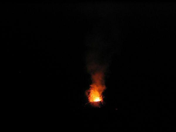 Eruption du piton de la fournaise au niveau du château fort - 22 octobre 2010rando nouveau sentier pour observation du cratère à 200 mètres, au coucher de soleil et de nuit