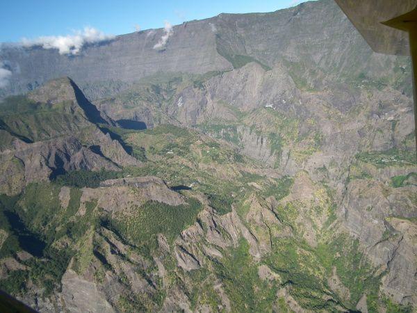 Mon 1er vol en ULM (25 minutes, dans Mafate, entrée par la rivière des galets, le 02/08/2011)