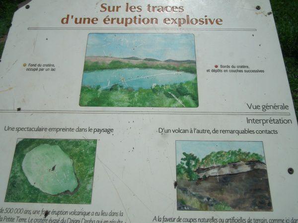 Le lac de Dzaoudi sur Petite Terre (Mayotte) - rando le 30 mars. On y voit les 3 plages de Moya.