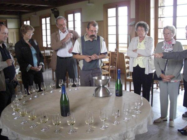 2e cousinade en Arbois organisée par Jocelyne Hackspill, épouse Nicolas. Visite du domaine de la Pinte, dîner au Caveau d'Arbois et déjeûner au château d'Artois, promenade à la Reculée des Planches.