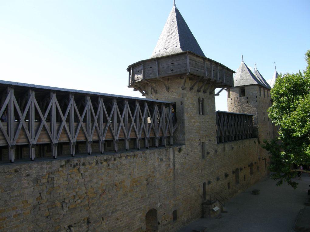 La Cité de Carcassonne est un ensemble architectural médiéval qui se trouve dans la ville française de Carcassonne dans le département de l'Aude