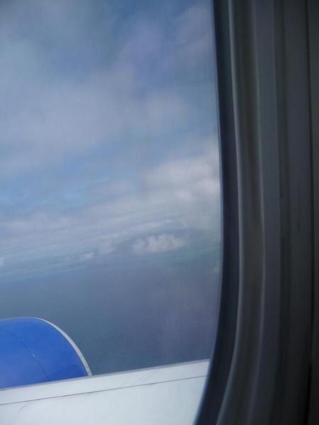 Pour préparer maman à son futur voyage. Vivre l'arrivée, premières vues de Mayotte du ciel.