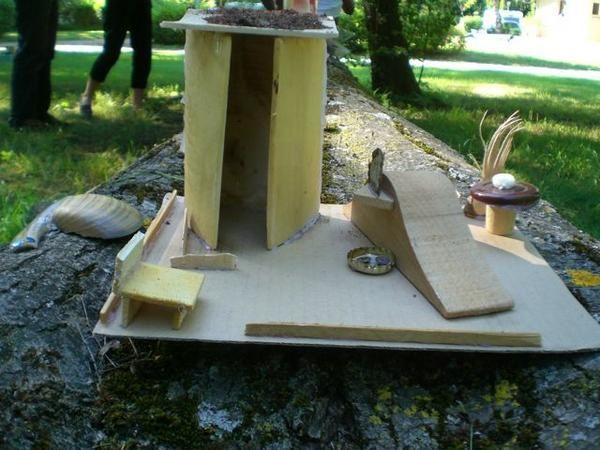 """Exposition éphémère des travaux réalisés par les enfants au cours de l'année 2007-2008 au CCA de Saint-Donat, dans le cadre de l'atelier """"2D/3D"""" peinture et sculpture."""