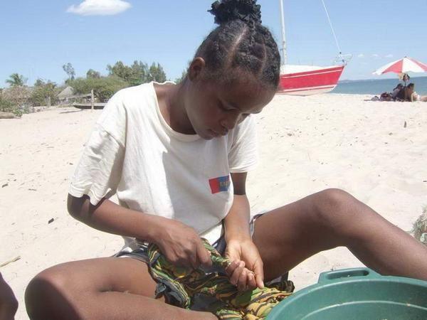 Y) Madagascar divers