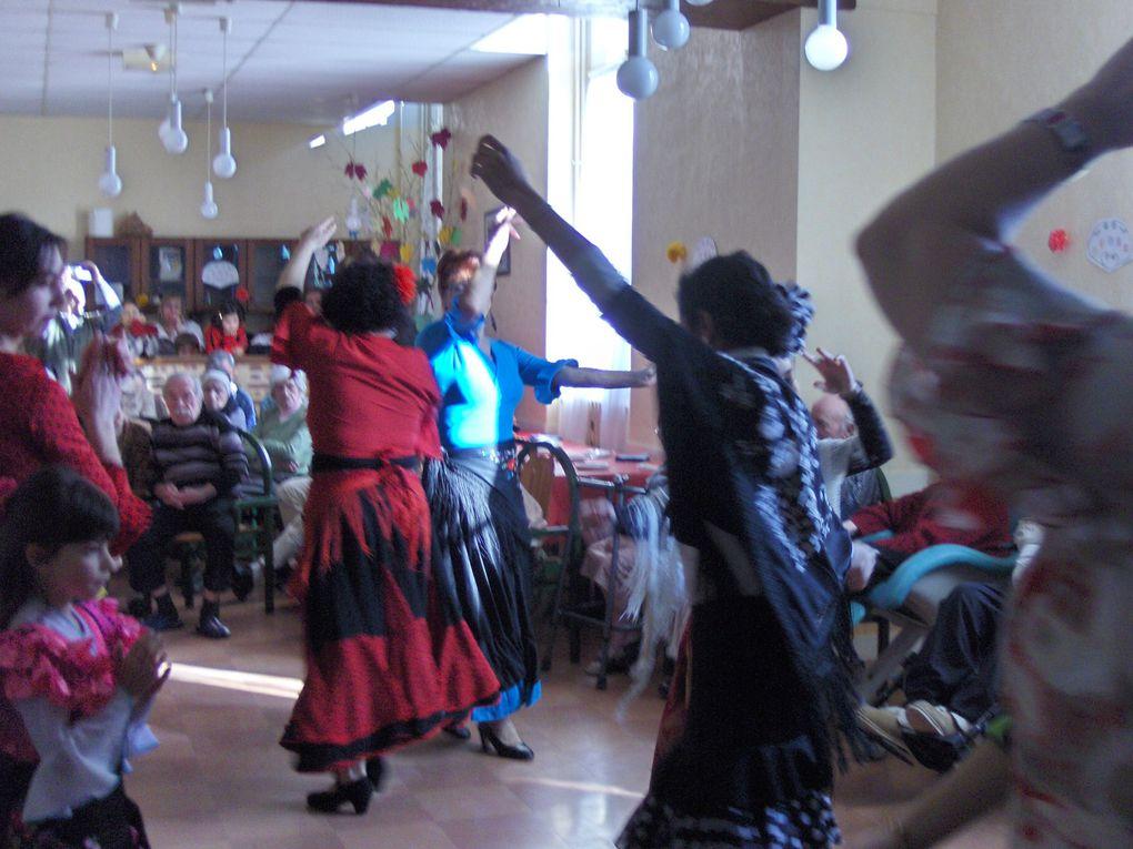 une demonstration de danses sevillanes qui a donné de la joie aux résidants de l'EHPAD Saint Joseph de Port Sainte Foy