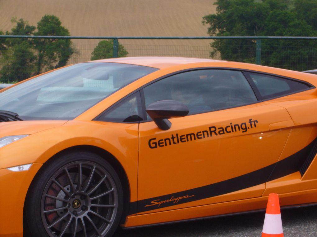 Pour mes 40 ans, mes amis m'ont offert un cadeau extrême : 10 tours de circuit dans une voiture de prestige, j'avais choisi ce 9 Mai 2009, le circuit de Pau Arnos pour tester la Lamborghini Gallardo et la Ferrari F430, un régal...