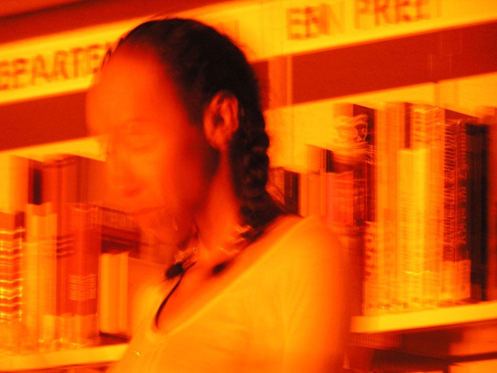 Prestation de Cécile Burgame à Bourg-en-Bresse le 04.12.2009 puis plongée à Carré d'eauVoir lien pour commentaireshttp://chaque-jour.over-blog.fr/article-quelques-4-decembre-40538932.html