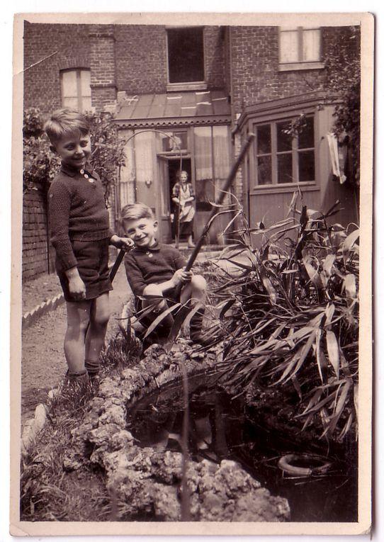 Vieilles photos de ma famille paternelle.. mes grand-parents, arrière-grand-mères, grand-tantes, mon père et mon oncle, enfants..