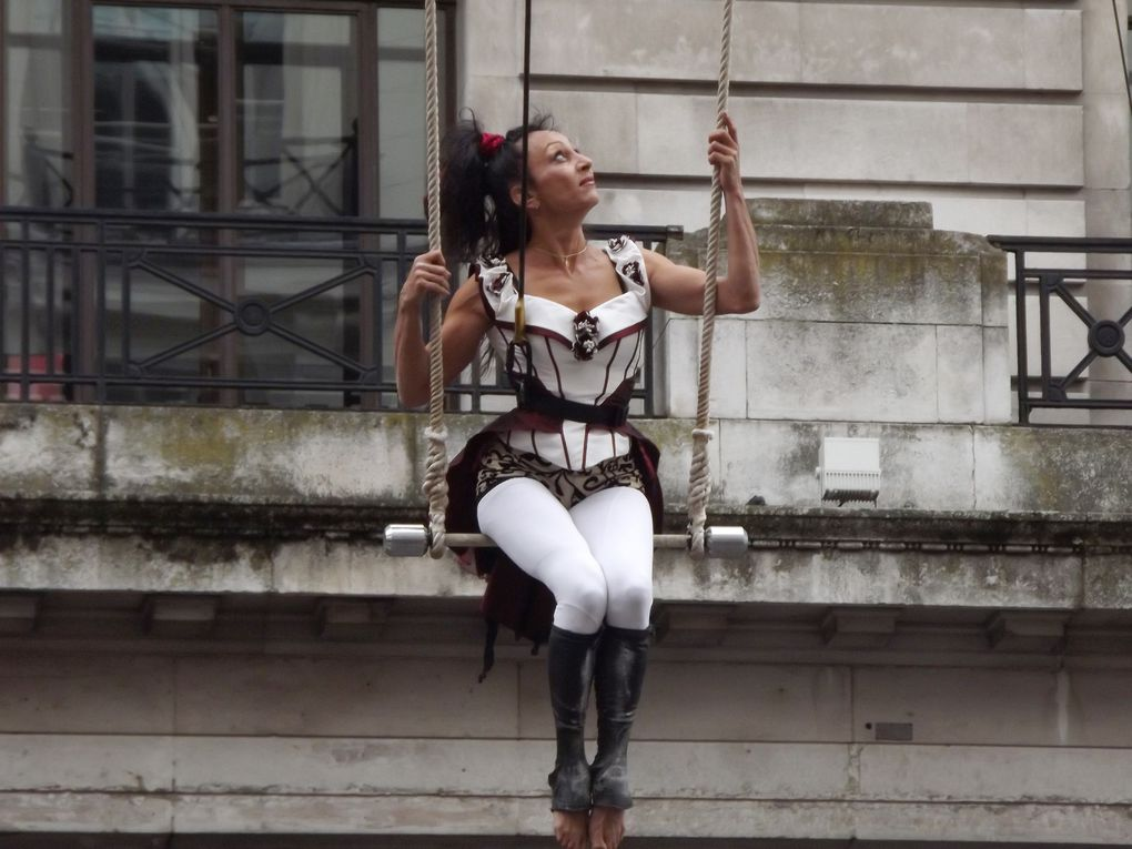 One of Europe's most extraordinary acts. A stunning duet of high wire taking their skill to the limit. No safety net on sight!