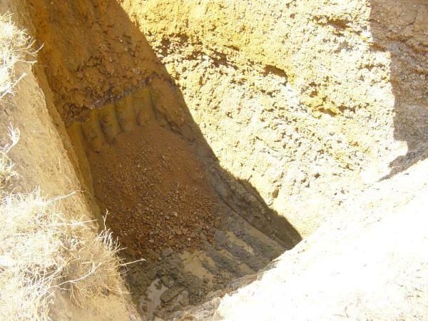 photos et reportages sur les forages de puits. Foreuse et matériel pour creuser un puits.