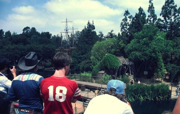 LOS ANGELES JULY 1984 coming from Tahiti to Disneyland park...