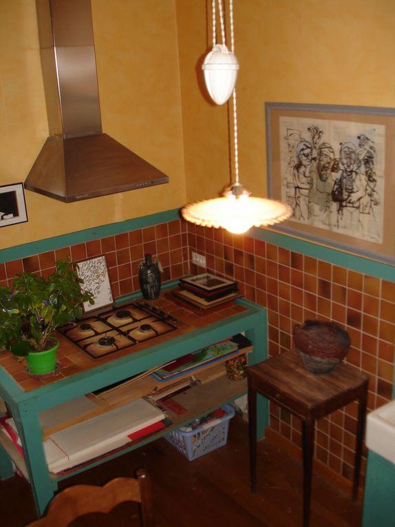 """Réalisation d'un bureau dans une ancienne cuisine. Le design """"esprit cabane """" allie bois et teintes végétales"""
