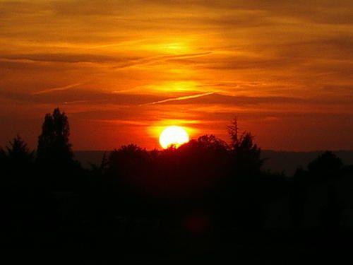 Coucher de soleil sur Velaine.Septembre 2003Entre 19 h 40 et 19 h 44.