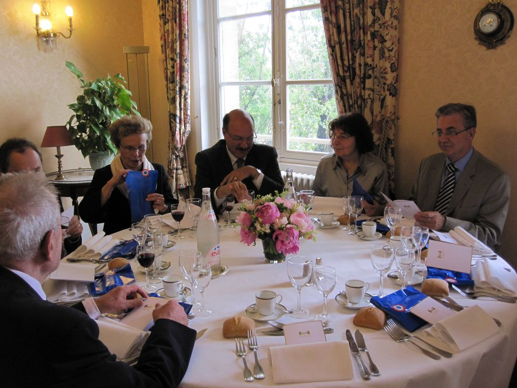 Album - Déjeuner-avec-les-élus-du-Conseil-municipal-le-9-juin-2009