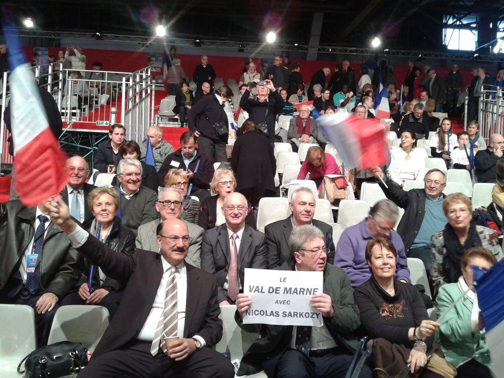 Plus de 50 000 personnes présentes pour le discours de Nicolas SARKOZY à Villepinte. De nombreux militants présents pour ce moment important de la campagne.