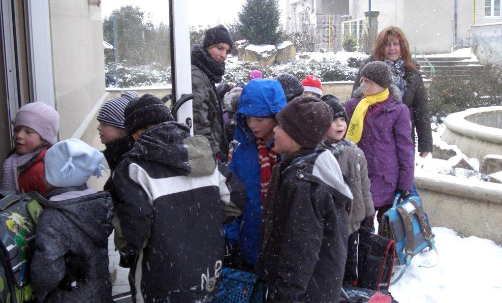 Après-midi récréatif organisé pour les seniors de Hestroff et environs par Hestroff Amitiés. Pour la 3e de l'Avent les écoliers furent invités au goûter.