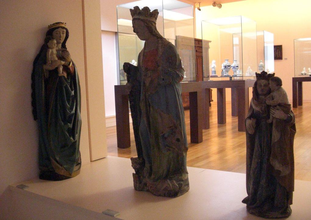 Hestroff - Sarrebourg. Découverte du plus grand vitrail de Chagall : La Paix. Campagne centre mosellan et musée du pays de Sarrebourg.