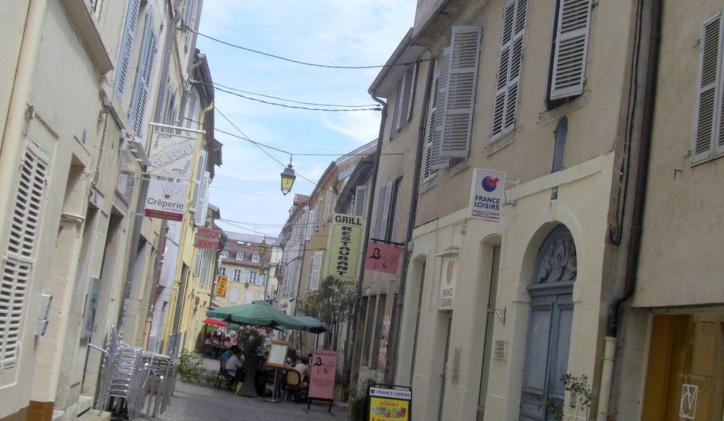 De Hestroff à Annecy plusieurs itinéraires s'offrent au voyageur. Le hasard nous mena à Lons le Saunier où nous avons ddéjeûner avant d'en être chassés par l'orage