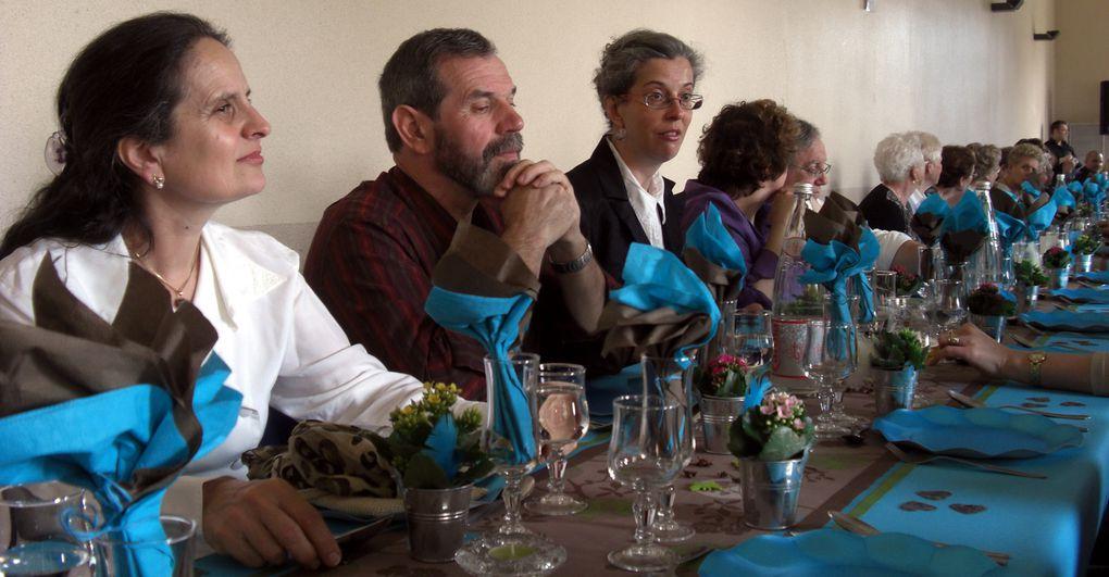 Traditionnel repas des anciens offert par la municipalité de Hestroff. 85 convives en 2009 et 4 doyens.