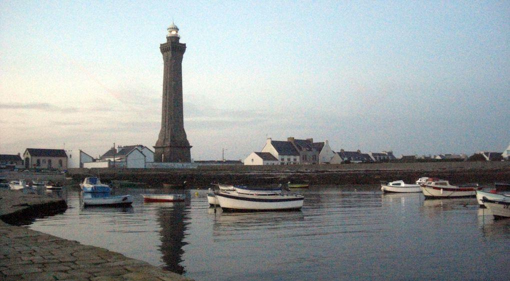 Penmarc'h, son sémaphore, sa chapelle, son port, ses phares au crépuscule