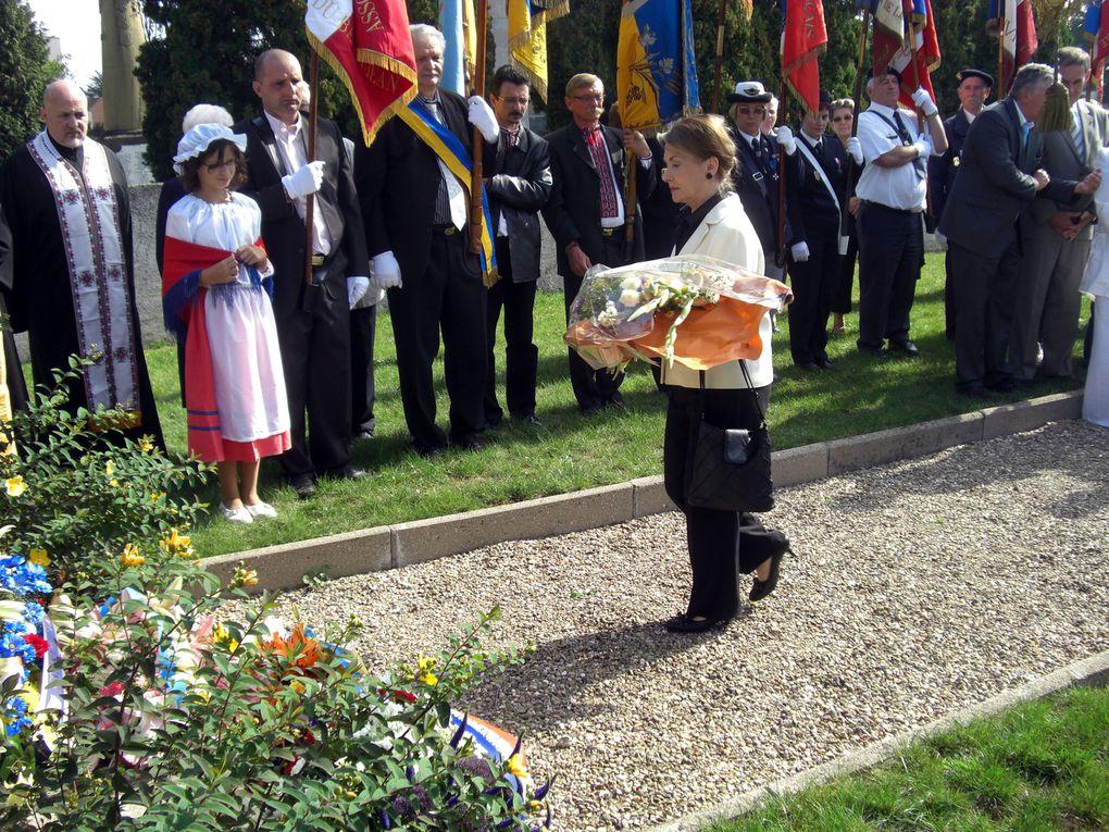Bénédiction du drapeau franco-ukrainien de l'UFA&#x3B; commémoration au Ban Saint-Jean